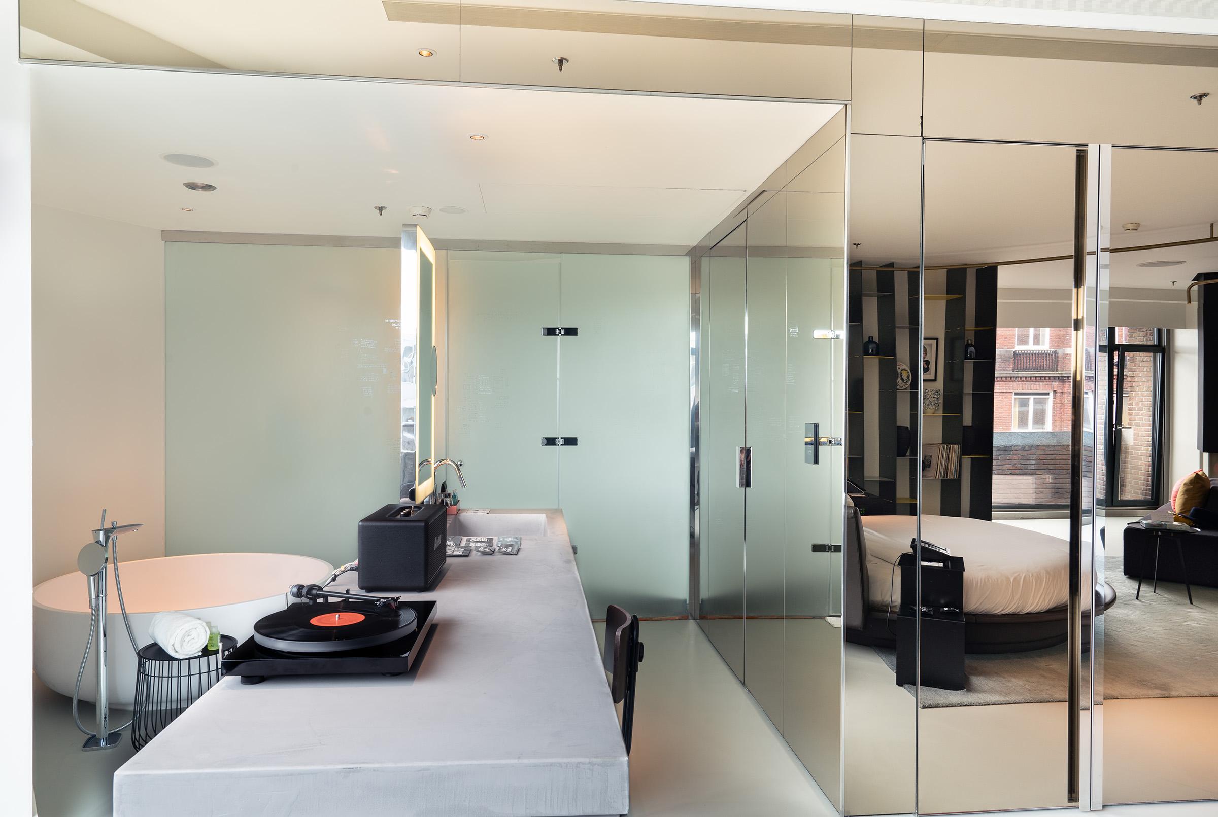 W Amsterdam WOW Exchange Suite bathroom
