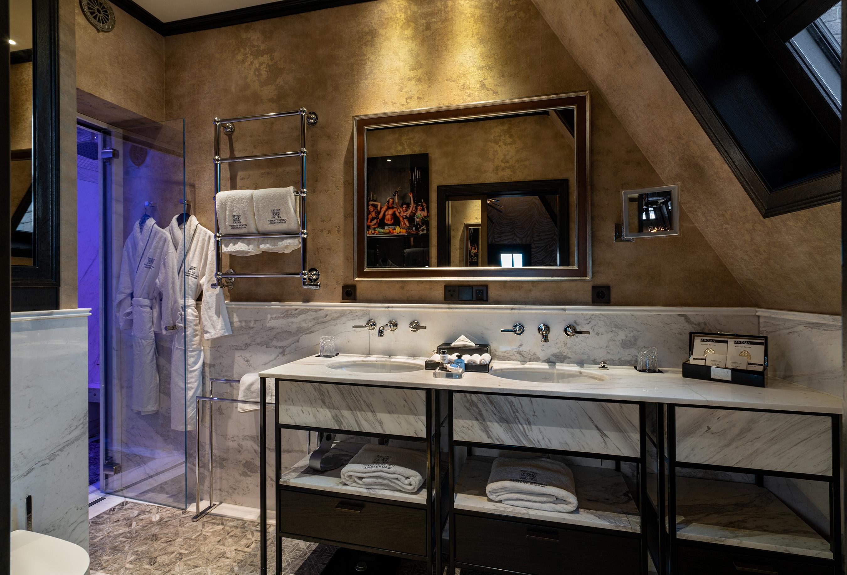 Twentyseven hotel amsterdam rooftop stage suite bathroom